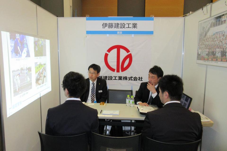 4月7日秋田市民交流プラザ ALVE(アルヴェ)で行われた『マイナビ就職セミナー』に参加しました。